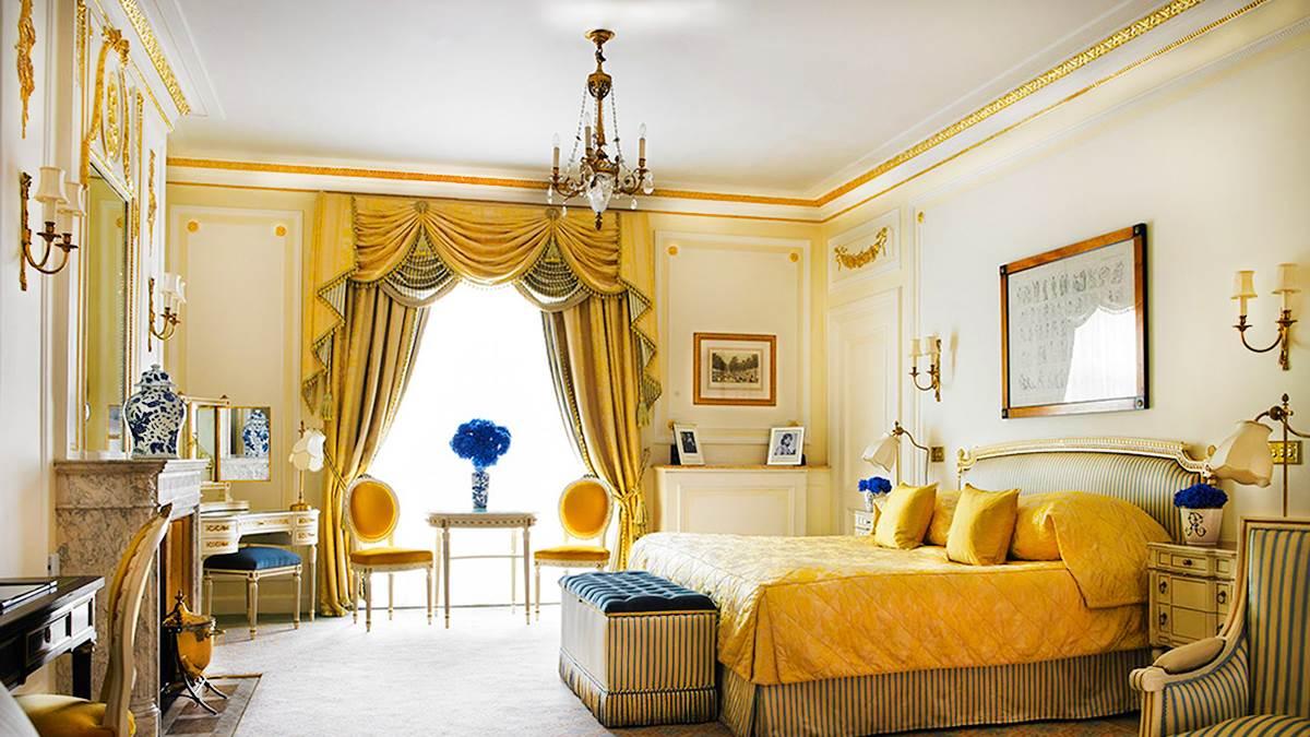 Die Junior Suite des Ritz London: Ein Raum voller Stil und Luxus, mitten im eleganten Herzen von London.